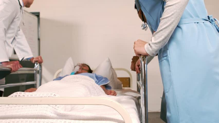 Ipinahiya ng Matapobreng Doctor ang Pobreng Janitress, Hindi Niya Inakala na Matindi ang Magiging Kabayaran Nito